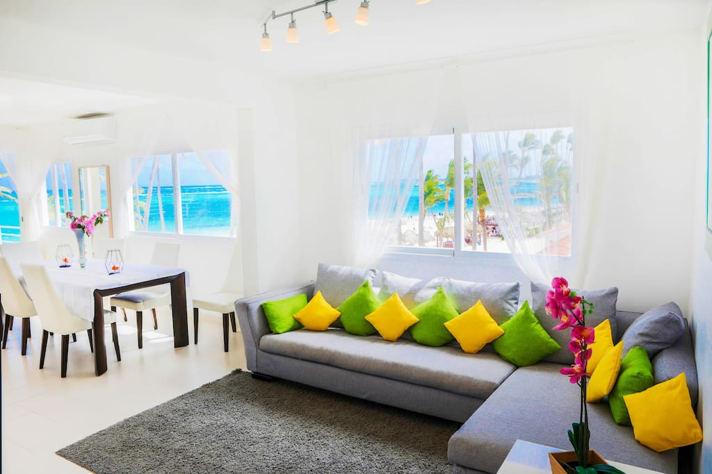 Comfortable sofa with the best views in the area! So you can enjoy it and rest. Book it now to have the best memories.