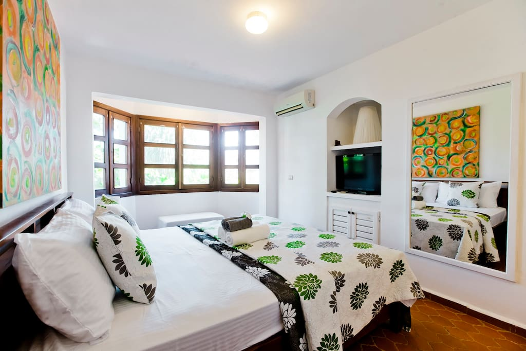 """Miguel Alfonso  said:""""Excellent location and very affordable price! To stay on the budget for an amazing vacation, this is definitively your place"""" ***** September 2017"""